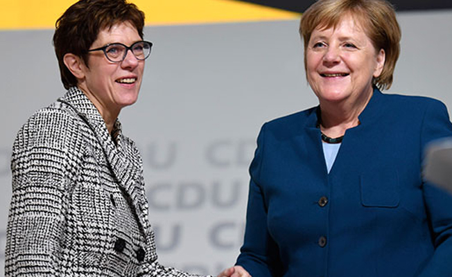 Merkel'in halefi Karrenbauer